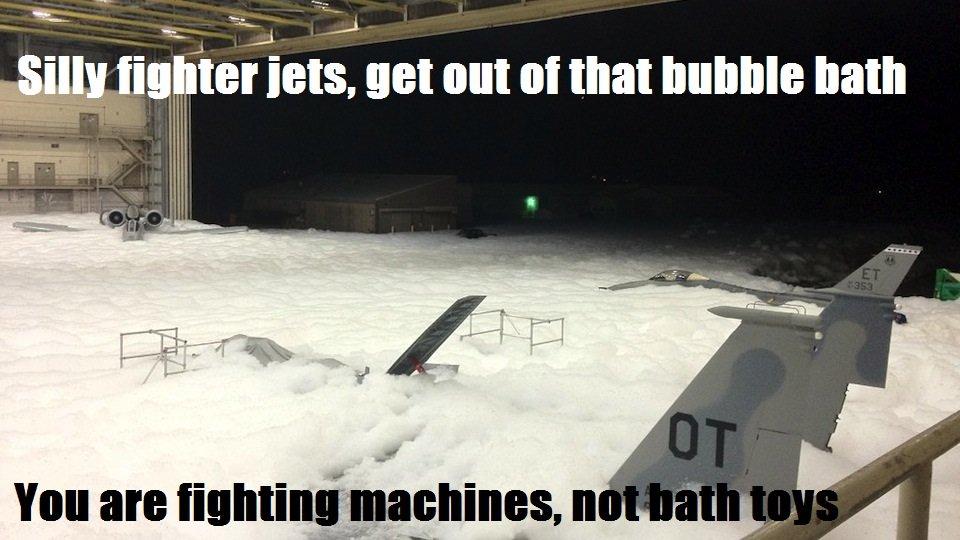 funny-pictures-auto-plane-bubble-